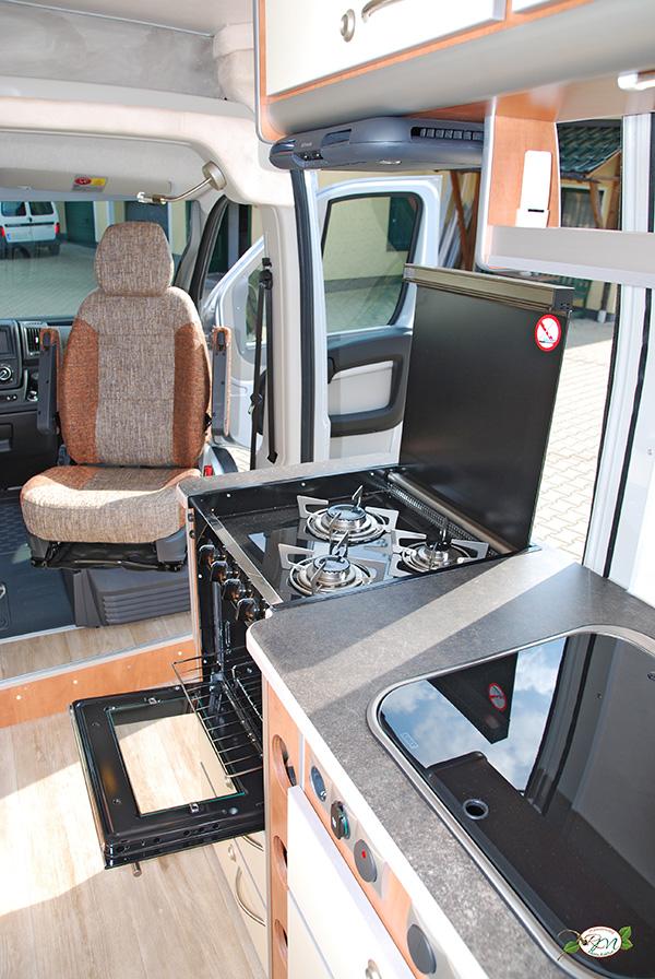 Transporter Lkw Oder Bus Zum Wohnwagen Umbauen Lassen Die
